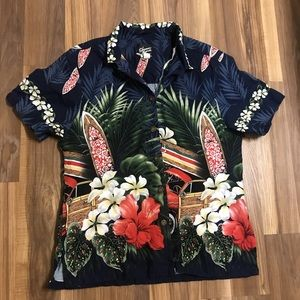 Other - Hawaiian shirt for men or women Size L fits small